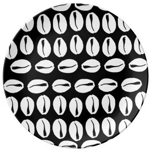 cowrie_porcelain_plate_black_white_porcelain_plate-r8f62259a49a9434591feec7a07dacbf7_z77n5_512