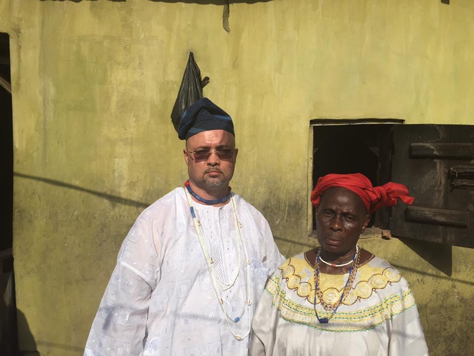Baba Nathan Lugo e sacerdotisa de Logunede